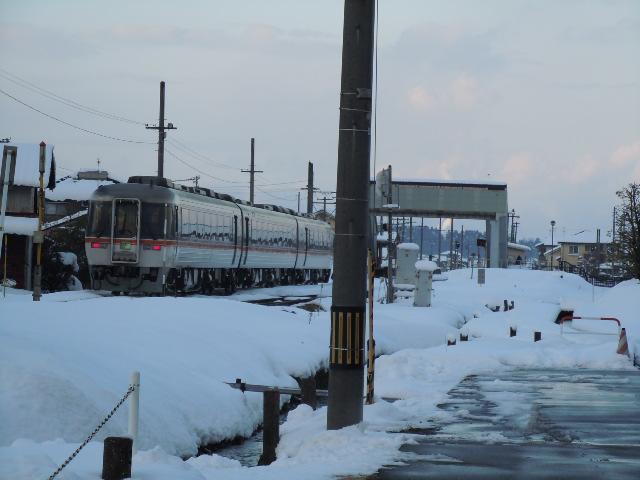 髙山本線 千里駅が徒歩5分の場所にあります!