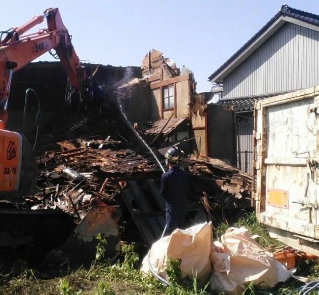 木造住宅解体中の様子